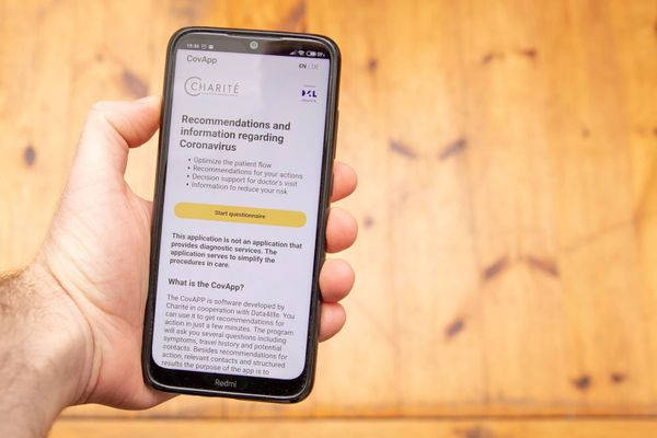 A smartphone application that helps healthcare professionals identify people who may have been exposed to coronavirus is being piloted at Vaasa Central Hospital from May. The app in the picture is being used in Germany.